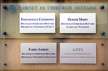 enseigne du cabinet de chirurgie dentaire