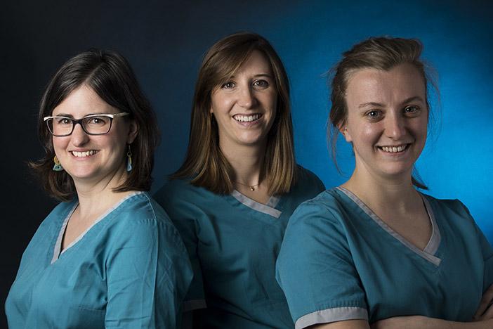 Chirurgiens-dentistes : Dr Emmanuelle Courtonnen Dr Elisabeth Maury et Dr Maëlle Vernier