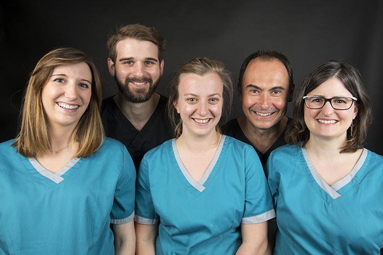 Chirurgiens-dentistes : Dr Elisabeth Maury, Dr Maxime Loustau, Dr Maëlle Vernier, Dr Olivier Morin et Dr Emmanuelle Courtonne